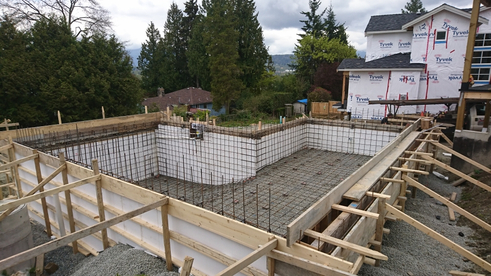 steel reinforcing in pool